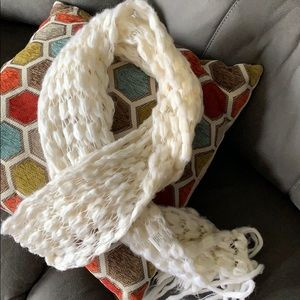 Accessories - White soft scarf 100% acrylic